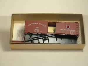 ATHEARN HO 40' BOX CAR NP #15827
