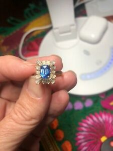 Sapphire Diamond Ring 1.08 TW 18ct Yellow Gold -- Very Sparkly!