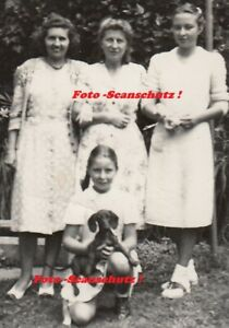 Foto Vintage Frau Mädchen Zöpfe mit Dackel Dachshound Sausage Dog Frau ca.1929