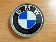 ONE (1) USED BMW 318i BLACK/BLUE/WHITE EMBLEM CENTER HUBCAP PA66+30GF CAR PARTS