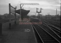 PHOTO  CLACTON-ON-SEA AND SOUTHCLIFFE  RAILWAY STATION LNER  15/2/58 VIEW 1 OF 2