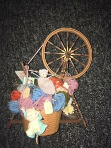 RARE Enesco Vintage Deluxe Action Musical spinning wheel