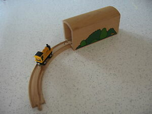 TUNNEL LARGE FOR WOODEN TRAIN TRACK  ( Foliage Thomas ) ~ GENUINE BRIO g