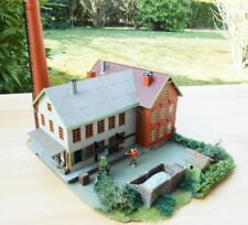 EXCELLENTLY DETAILED FALLER FACTORY BUILDING - HO