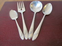 Oneida QUEEN BESS Set of 4 serving Pieces Community Silverplate Flatware Lot J