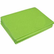 Esterillas y toallas de yoga y pilates verdes