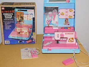 VINTAGE  TOY GIRL 1983 SINGER CHILDREN'S SEWING CENTER in BOX NICE!