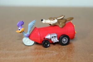 WARNER BROS ROAD RUNNER ROCKET - with Wile E. Coyote and Road Runner
