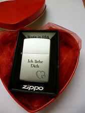 Zippo Feuerzeug mit persönlicher Gravur: Ich liebe Dich + 2 Herzen in Herz Dose