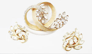 CROWN TRIFARI VINTAGE DEMI-PARURE RHINESTONE GLASS GOLD PIN BROOCH EARRINGS SET