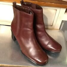 CLARKS Women's 11 M Dark Brown LEATHER Ankle Boots with Heel and Rounded Toe
