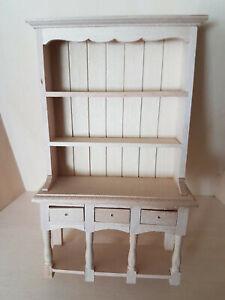 schöner Teller Schrank / Regal mit Türen in Naturholz, 1:12 Miniatur, Puppenhaus