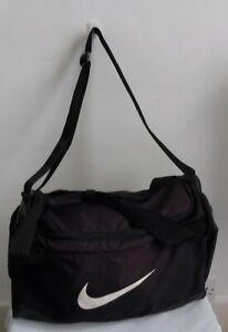 Large Black Nike Sports Bag HoldLl Cross Shoulder Bag 18 x 10 x 10 inches Used