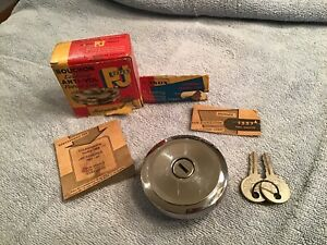 Locking Gas Cap vintage Volkswagen 68 Olds 61-65 #1337 Keys PJ France NOS