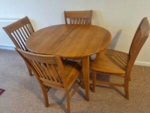Oval Medium Oak Dining Table With 4 Matching Chairs