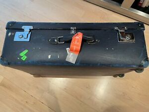 Globetrotter suitcase, clean interior, wheels and key.