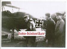 Foto Repro kein Zeitgenössisches original Pilot ASS vor Flugzeug JASTA Jagd EK
