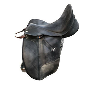 """Wintec Isabell Dressage Saddle 18"""" Cair Comes With Stirrups"""