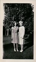 Vintage Old Photo of 2 Glamour Gals Pretty Women in Great 1940's Fashion Hats +