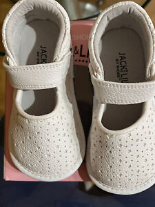 Jack and Lily Girls Baby Shoes Size 30-36 Months - White Leather