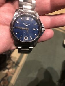 Longines Conquest mens quartz watch with a blue dial in perfect condition