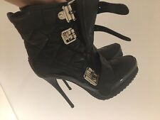 Burberry Boots 35, UK 3 RRP£650 worn 2 times, mint condition