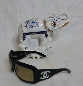 CHANEL Vintage Sunglasses With Logo c.501/18