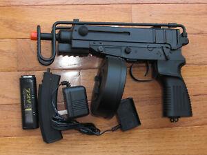 Metal Gear Box Electric Airsoft Gun Scorpion with Drum Mag & a Stick Magzine