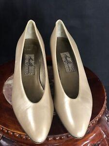 Amalfi womens pumps low heels shoes 8 AAAA metallic Gold tan leather