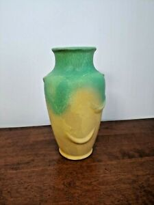 UNIQUE WELLER POTTERY ELBERTA STRAWBERRY VASE GREEN OVER YELLOW - FANTASTIC