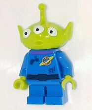 LEGO Toy Story Alien Minifigure Dirt Stains Yellow Splotch on Face Trash Escape