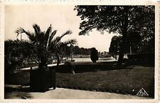 CPA Reims-Les Hautes Promenades Au premier plan, le Jardin Colbert (346934)