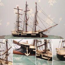 très belle maquette de bateau finement executé belle sculpture  . XIX siècle .