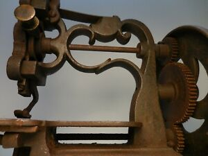 SMALL ANTIQUE / VINTAGE NEW ENGLAND STYLE SEWING MACHINE , OLD TOY / TOOL