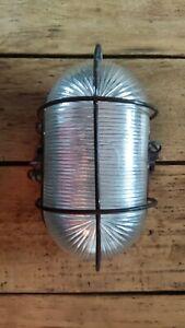 Ancienne lampe de cave hublot verre et fonte  2  industriel déco loft atelier