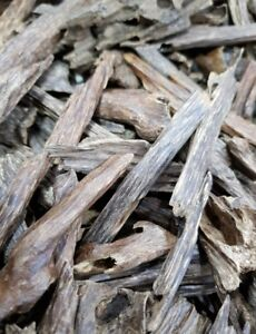 AMAZING 1 Gram of HIGH GRADE Indian Oud, Agarwood, Aloewood Oudh Chips