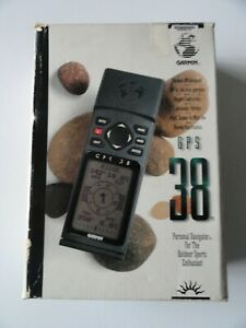 GARMIN GPS 38 Personal Navigator Bundle with Power/Data Cable & Manual.