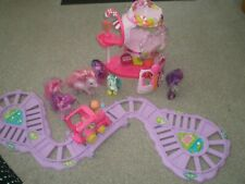 MY LITTLE PONY MOTORISED TRAIN SET AND PONYVILLE SWEETIE BELLS GUMBALL HOUSE.