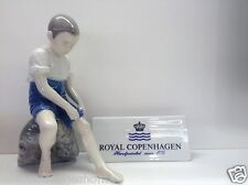 Royal Copenhagen Figurine - Bimbo seduto sul sasso - Royal Copenhagen Statuina