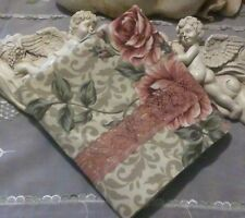 COUNTRY COTTAGE BEAUTIFUL GARDEN OF MAUVE, PINK & CREAM ROSES & LACE PILLOWCASE