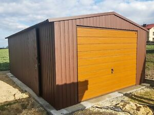 A metal garage, 4mx6m ( 13ft1.4in x 19ft 8.2in) with a swing gate /Steel shed