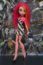 Monster High Frankie Stein's DAWN OF THE DANCE Outfit and Accessories