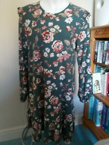 LADIES SIZE 12 LONG SLEEVED DRESS NWT