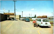INTERNATIONAL FALLS, Minnesota  MN  Customs PORT of ENTRY  1950s Cars  Postcard*