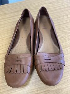 Clarks Tan leather Flat Shoes Size 7.5 Wide Fit
