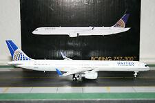 Gemini Jets 1:200 United Airlines Boeing 757-300 N75858 (G2UAL498) Model Plane