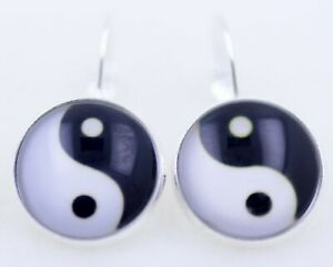 Black and white resin yinyang yin yang sign earrings