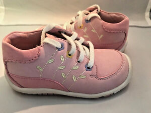 Stride Rite Girls Adorable Soft Pink Walking Shoes NEW  Infant Girls Size 7 M