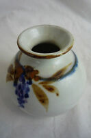 VTG Studio Pottery Small Pot Vase - White w/ Purple Grapes & Tan- Signed Deanna
