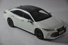 Toyota Avalon 2019 car model in scale 1:18 White